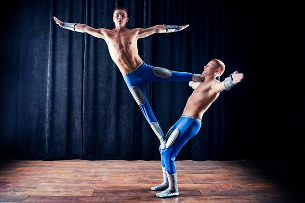 Акробатическое шоу - фото №3